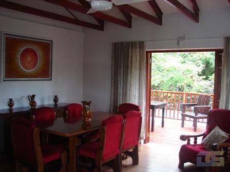 Lounge & deck